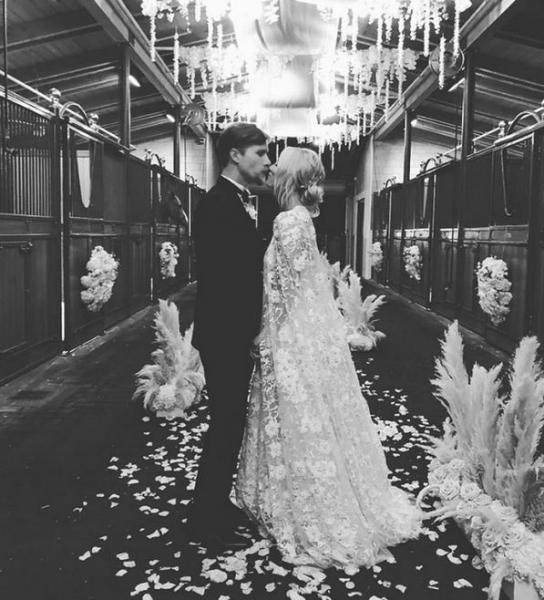 Кейли Куоко сочеталась узами брака