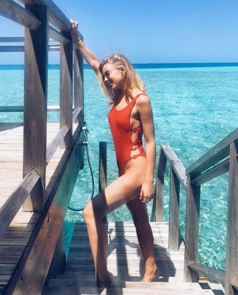 Фигура Юлианны Карауловой в купальнике привела в восторг ее поклонников