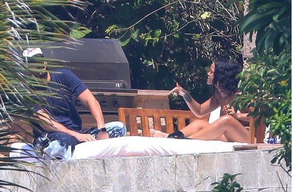 В Сети появились снимки Рианны с отдыха с арабским миллиардером