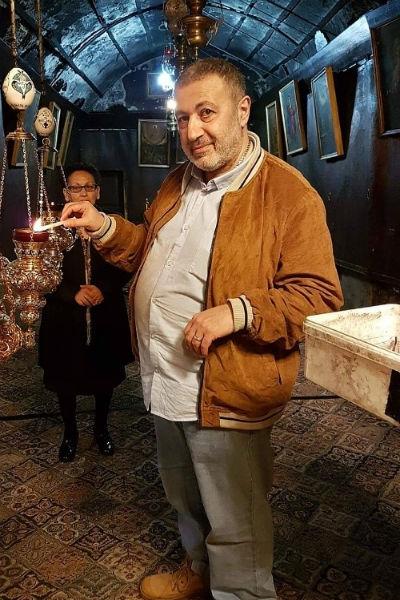 Евгений Петросян отрицает знакомство с убитым отцом-насильником