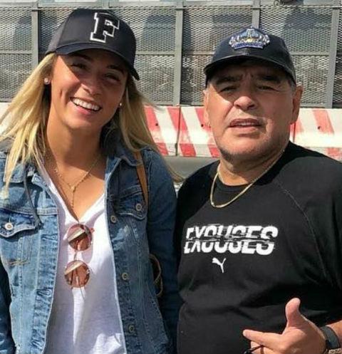 57-летний Диего Марадона сделал предложение 28-летней девушке