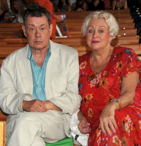«Психиатр по ней плачет»: жена Караченцова набросилась на любовницу мужа