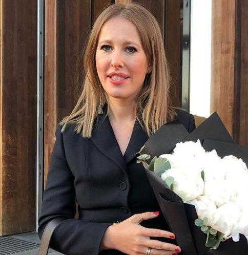 Ксения Собчак продемонстрировала кольцо по цене элитной квартиры