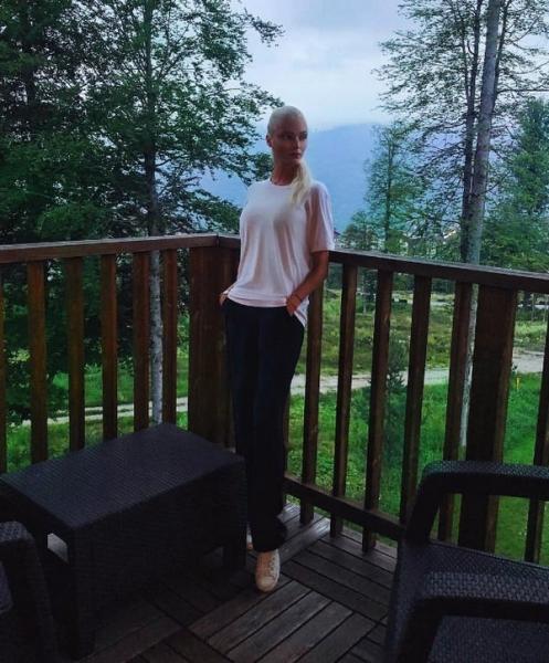 Алена Шишкова подверглась жесткой критике из-за того, что забросила дочку