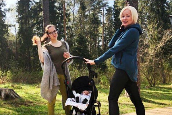 Жанна Эппле много лет конфликтует со своей мамой