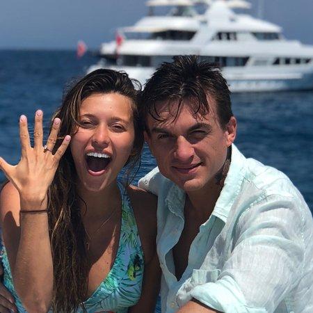 Регина Тодоренко объявила о свадьбе с Владом Топаловым