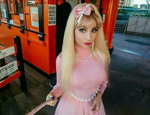 Поклонники Русской Барби Тани Тузовой получили от неё в подарок клип-загадку
