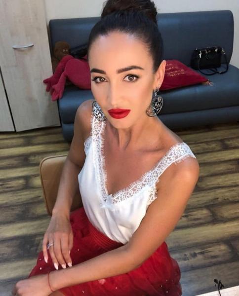 Ольга Бузова выложила снимок с помолвочным кольцом