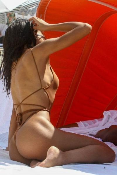 22-летняя Йованна Вентура покорила стройным телом в прозрачном купальнике