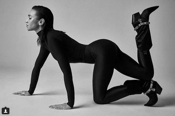 Ольга Бузова в новой фотосессии показала свою пластичность