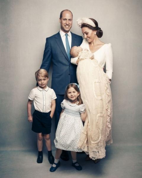 Опубликованы официальные снимки с крестин принца Луи