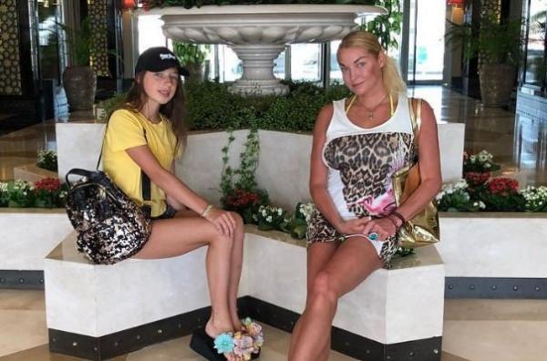 Дочь Анастасии Волочковой сломала руку во время занятий спортом