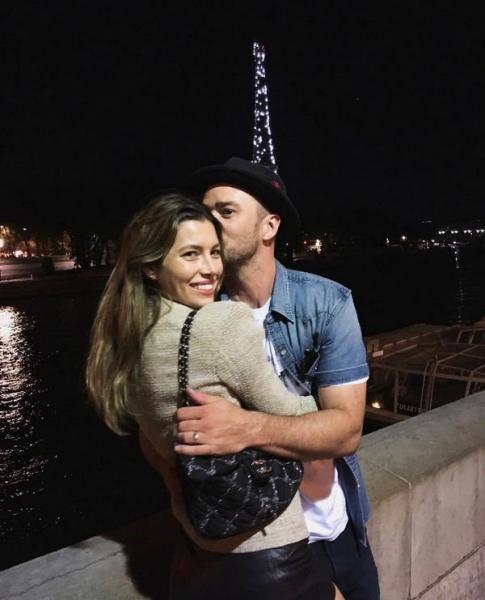 Джастин Тимберлейк и Джессика Бил отправились в романтическое путешествие в Париж