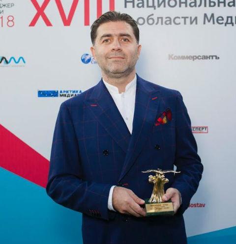 Бузова, Бородина и Галустян поздравили начальника с получением престижной премии