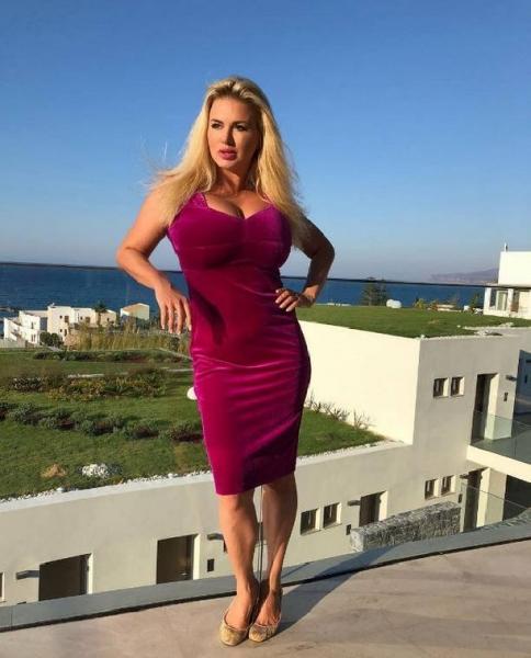 Анна Семенович попыталась оправдаться за вульгарное фото