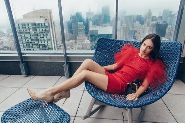 Красотка из России Лана Пожидаева украсила страницы журнала Vogue