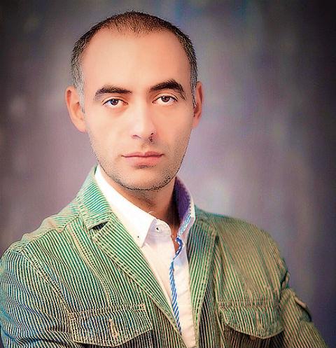 Финалисту «Битвы экстрасенсов» подарили картину его собаки за 600 тысяч рублей