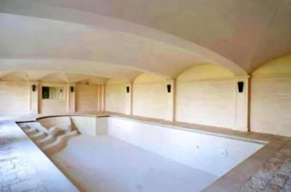 В сети появились фото нового итальянского особняка Криштиану Роналду