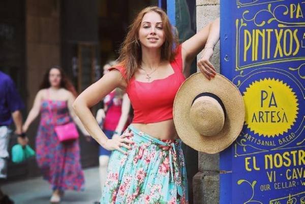 Полина Диброва закатила шумную вечеринку на пляже Испании