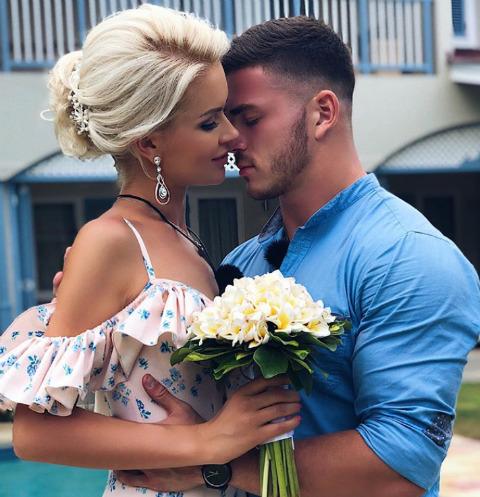 Марина Африкантова и Роман Капаклы сыграли свадьбу на Сейшелах