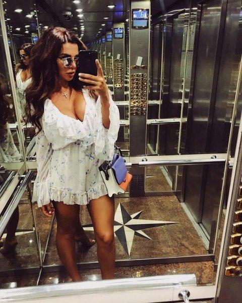 Певица Анна Седокова надела чрезмерно вызывающий наряд