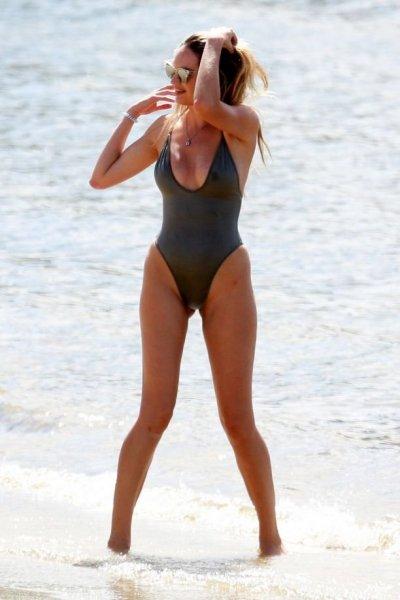 Кэндис Свейнпол поразила похудевшей после родов фигурой