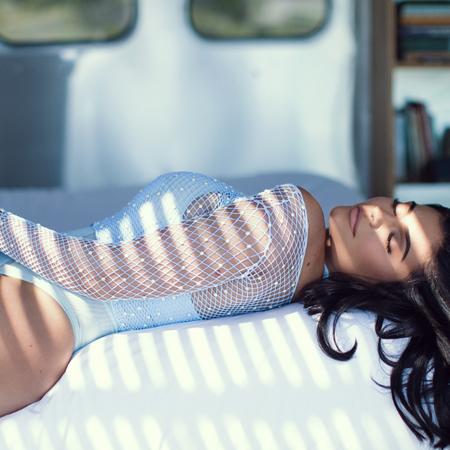 Кайли Дженнер в сексуальном образе снялась в новой фотосессии
