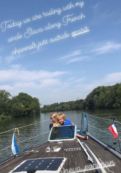 Наталья Водянова показала фигуру в ретро-купальнике