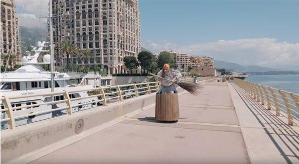 Русскую Бабу Ягу заметили в Монако и Франции