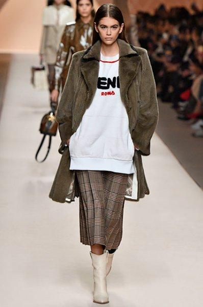 Кожаные куртки, костюмы в клетку, неоновые рубашки: что носить осенью