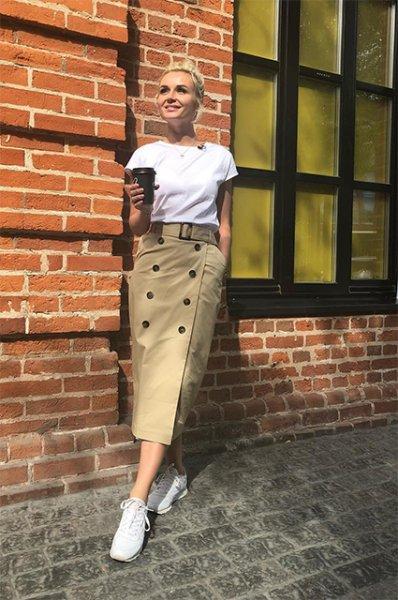 """Мода в Instagram: топ-5 самых популярных звездных поз для фото — от """"барби"""" до """"жирафа"""""""