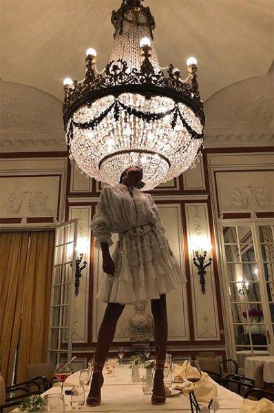 Молодая супруга Венсана Касселя Тина Кунаки показала роскошную фигуру в бикини