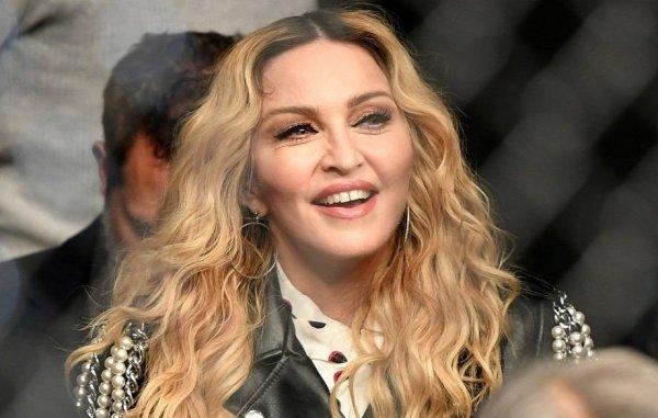Мадонна шокировала подписчиков снимком в кружевном нижнем белье