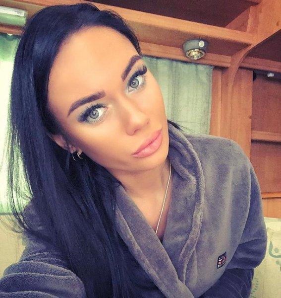 Яна Кошкина засветилась в клинике «Мать и дитя»
