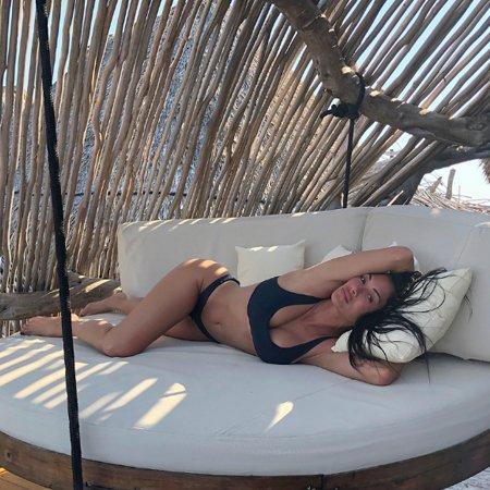 Николь Шерзингер показала невероятную фигуру в откровенном бикини