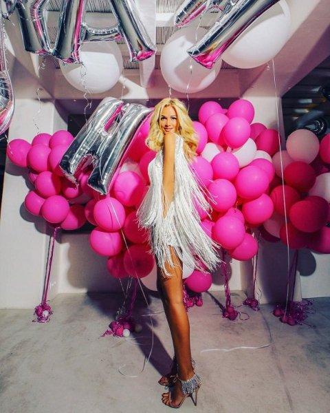 Виктория Лопырева отметила день рождения со своим мужчиной