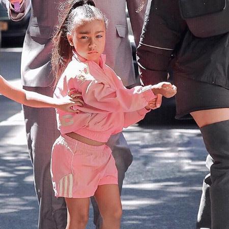Ким Кардашьян объяснила, зачем выпрямляет волосы пятилетей дочери Норт