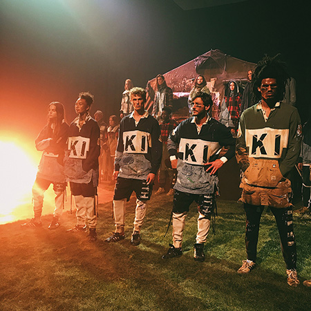 Показ Kith в Нью-Йорке: Белла Хадид на подиуме, Хейли Болдуин и Джастин Бибер за кулисами шоу