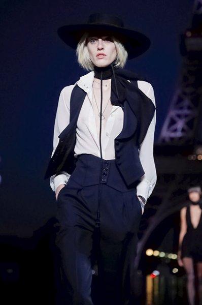 Неделя моды в Париже: Кейт Мосс, Рози Хантингтон-Уайтли, Синди Кроуфорд и Кайя Гербер на показе Saint Laurent