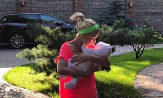 Лера Кудрявцева впервые рассказала о новорожденной дочке