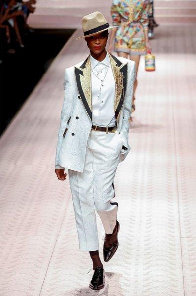 Неделя моды в Милане: Моника Белуччи, Карла Бруни, Эшли Грэм и звезды 90-х на подиуме Dolce&Gabbana