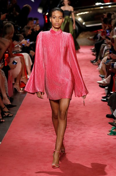Неделя моды в Нью-Йорке: Джиджи и Белла Хадид вместе прошлись по подиуму на показе Brandon Maxwell