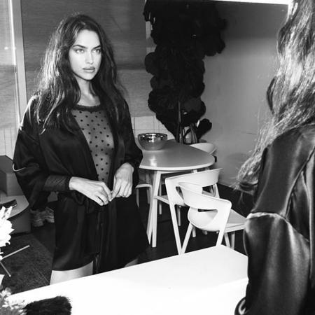 Ирина Шейк вышла на подиум в прозрачном боди: видео