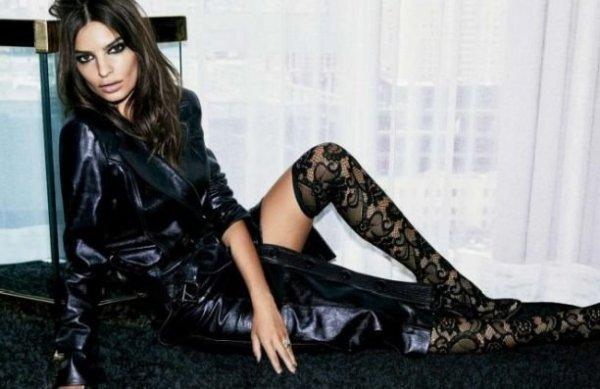 Эмили Ратаковски снялась в пикантной фотосессии для издания Vogue