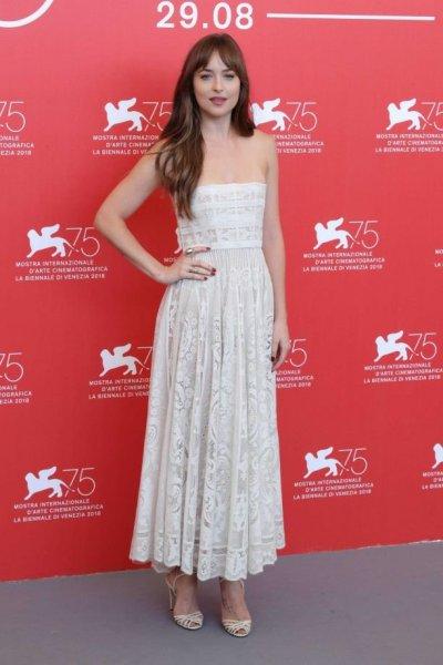 """Дакота Джонсон покорила гостей премьеры фильма """"Суспирия"""" в рамках 75th Venice IFF"""