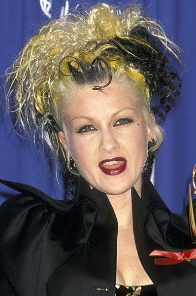 """А когда-то это было модно: вспоминаем бьюти-образы на """"Эмми"""" 80-х и 90-х годов"""