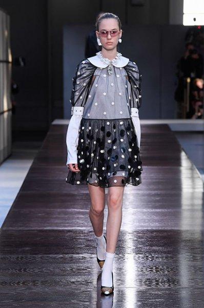 Неделя моды в Лондоне: Наталья Водянова, Ирина Шейк, Кендалл Дженнер и другие на показе Burberry