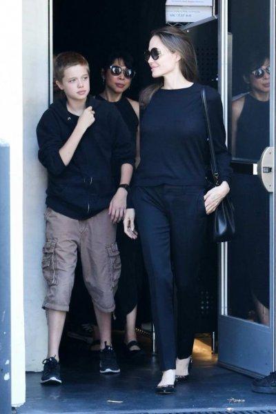 Дочка Джоли и Питта окончательно стала мальчиком