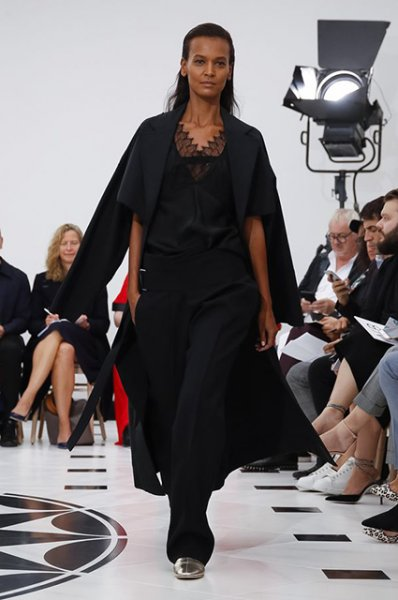 Неделя моды в Лондоне: Дэвид Бекхэм с детьми на показе Victoria Beckham