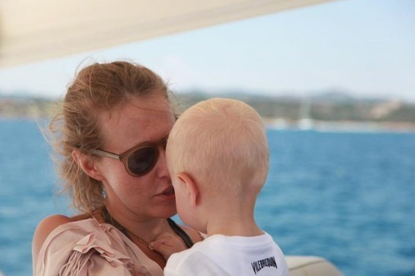 Беременная Ксения Собчак обновила блог трогательными фото с сыном Платоном